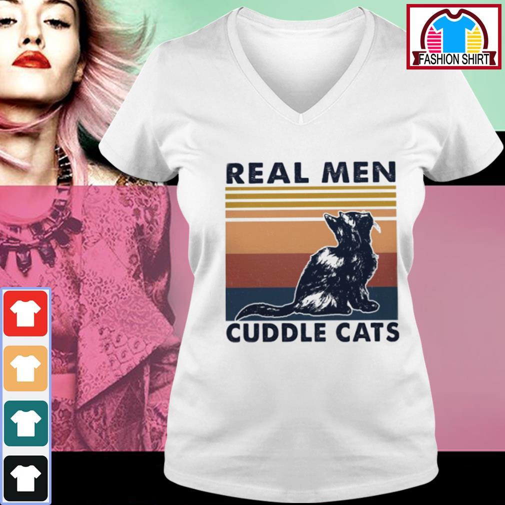 Black cat real men cuddle cats vintage s v-neck-t-shirt